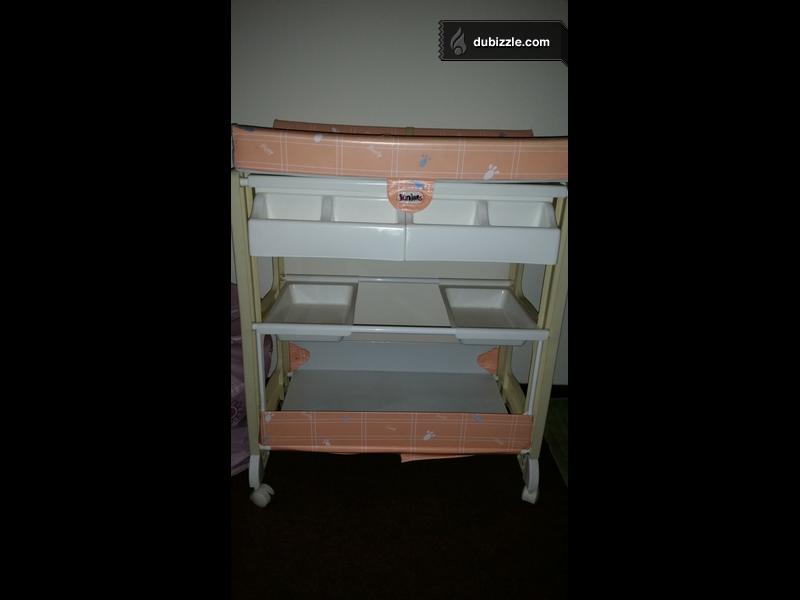 kids stuff baby changing table with bath tub baby items dubizzle oman. Black Bedroom Furniture Sets. Home Design Ideas