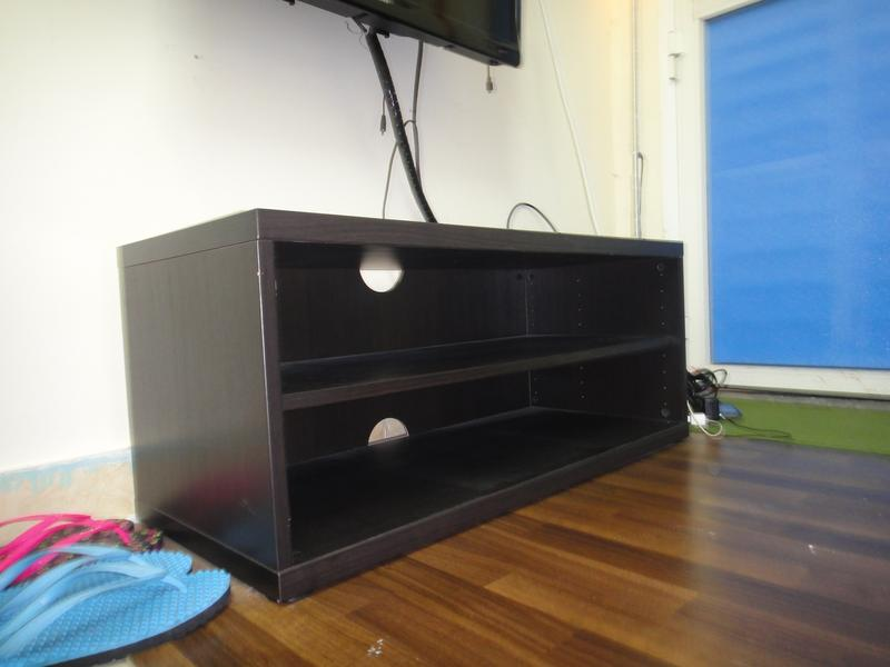 Dubizzle Abu Dhabi Entertainment Centers 42in Tv Rack From Ikea