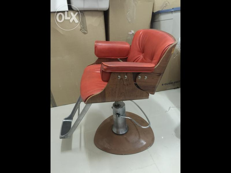 Barber Chair Belvedere Antique For Sale Dubizzle OLX Oman